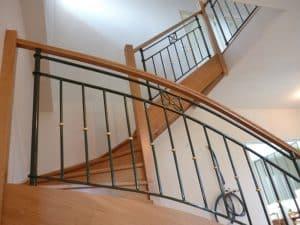 Styl'escalier : Gamme Prestige escalier chêne ensemble avec ferronnerie d'art rampe et étage