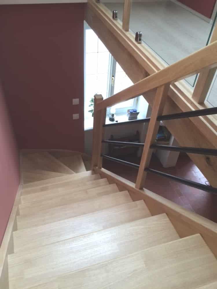 Styl'escalier : Gamme essentielle : escalier hévéa style para en cadre avec Tube Fer Noir Diamètre 25