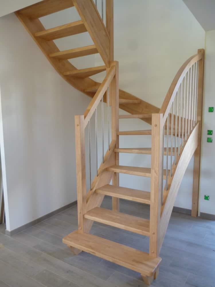 Styl'escalier : Gamme Essentielle : Escalier en hévéa avec balustres inox verticales diamètre 16mm
