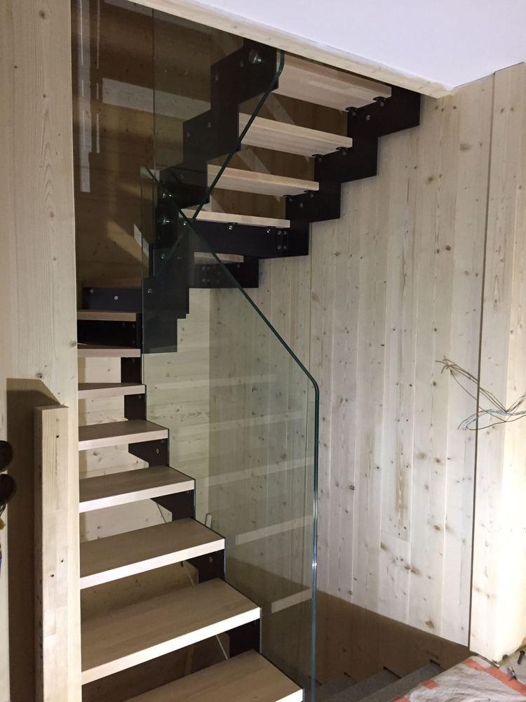 Styl'escalier : Gamme Prestige escalier métallique style DAISY avec rampe verre